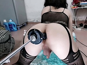 Vivi squirt and cum easy when fuck her ass