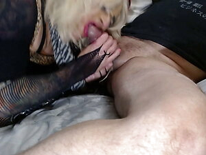 Sueze Sucking a Nice Fat Cock