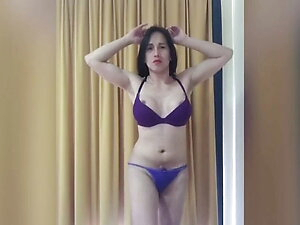 hot ladyboy on her sexy dance naked on cam