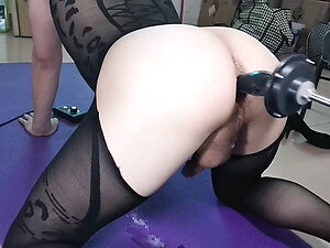 Asian sissy cuming and squirt while fuck by machine